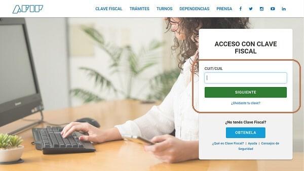 Primero, ingresá al sitio web AFIP con tu CUIL y clave fiscal