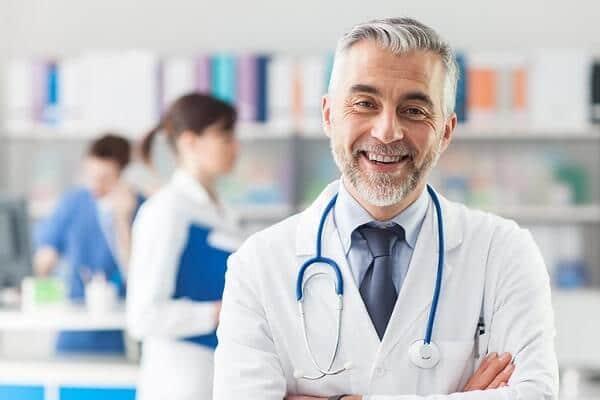 ¿Puedo atenderme con cualquier médico?